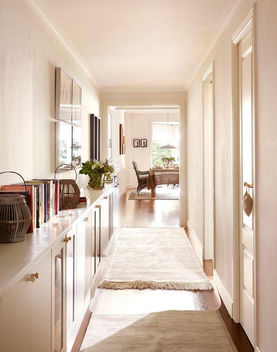 hacer que tu pasillo parezca más ancho: accesorios